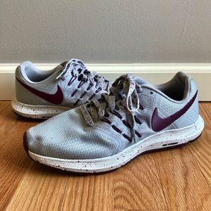 Nike Run Swift Grey/Bordeaux Training Sneaker